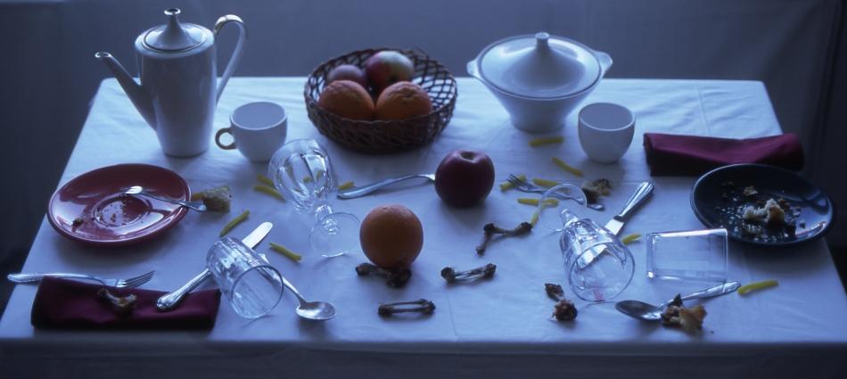 21A-Tisch verwüstet